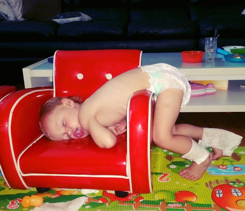 Hilarious-places-and-positions-kids-fall-asleep-in-chair-face-plant