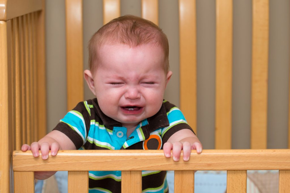 baby crying cot