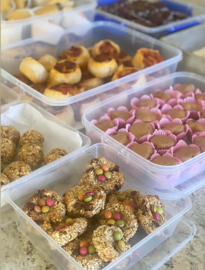 Mum makes 140 SCHOOL SNACKS for $80